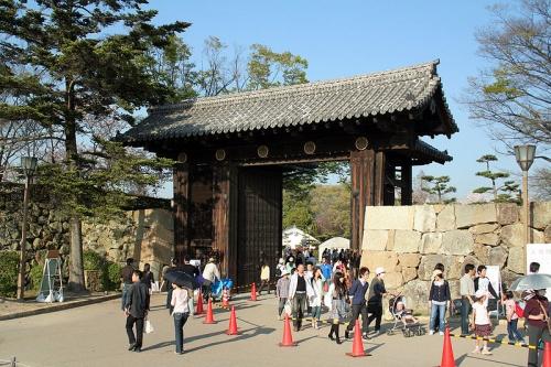 http://cp12.nevsepic.com.ua/79-2/thumbs/1355609385-800px-himeji_castle_april_05.jpg
