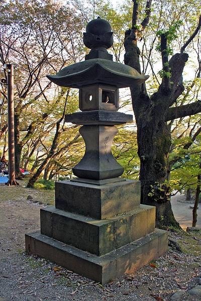 http://cp12.nevsepic.com.ua/79-2/thumbs/1355609386-400px-himeji_castle_april_26.jpg