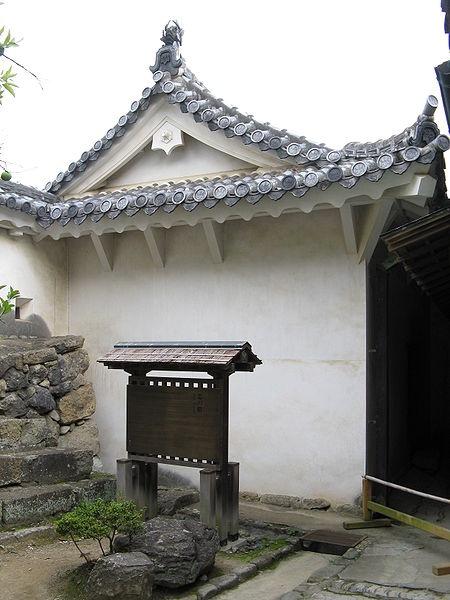 http://cp12.nevsepic.com.ua/79-2/thumbs/1355609388-450px-himeji_castle-obi-no-yagura.jpg