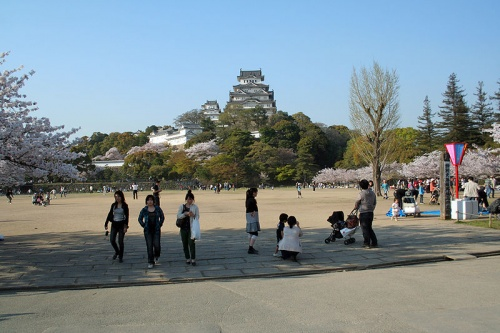 http://cp12.nevsepic.com.ua/79-2/thumbs/1355609392-800px-himeji_castle_april_07.jpg