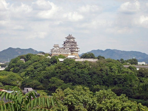 http://cp12.nevsepic.com.ua/79-2/thumbs/1355609392-800px-himeji_castle_seen_from_west_03.jpg