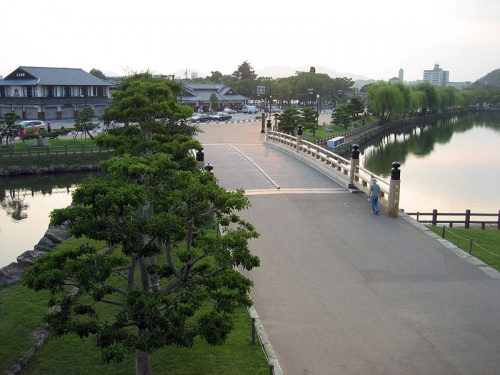 http://cp12.nevsepic.com.ua/79-2/thumbs/1355609393-800px-view_from_kirininomon_near_ishigaki.jpg