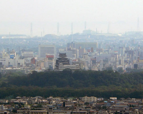 http://cp12.nevsepic.com.ua/79-2/thumbs/1355609395-himeji_castle_seen_from_north.jpg