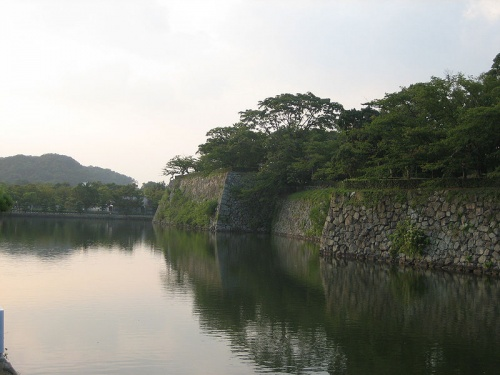http://cp12.nevsepic.com.ua/79-2/thumbs/1355609396-800px-uchibori_in_himeji_castle.jpg