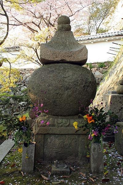 http://cp12.nevsepic.com.ua/79-2/thumbs/1355609397-400px-himeji_castle_april_28.jpg
