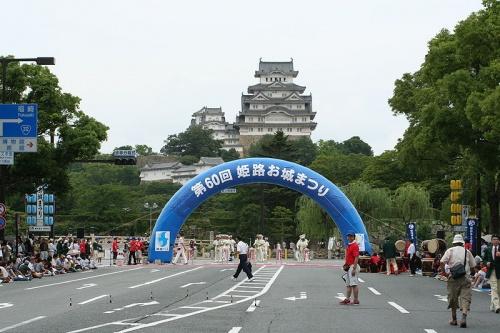 http://cp12.nevsepic.com.ua/79-2/thumbs/1355609397-800px-himeji_oshiro_matsuri_august09_092.jpg