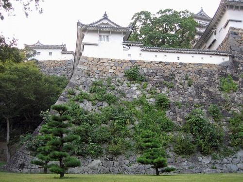 http://cp12.nevsepic.com.ua/79-2/thumbs/1355609397-800px-look_up_ido_kuruwa_in_himeji_castle_.jpg