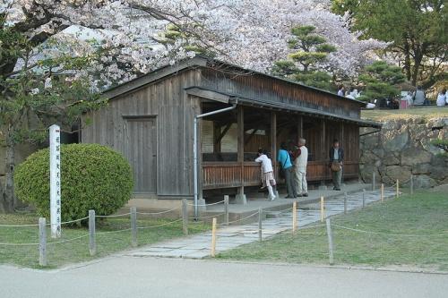 http://cp12.nevsepic.com.ua/79-2/thumbs/1355609398-800px-himeji_castle_april_21.jpg
