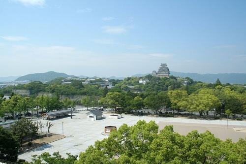 http://cp12.nevsepic.com.ua/79-2/thumbs/1355609398-800px-himeji_castle_may09_01.jpg