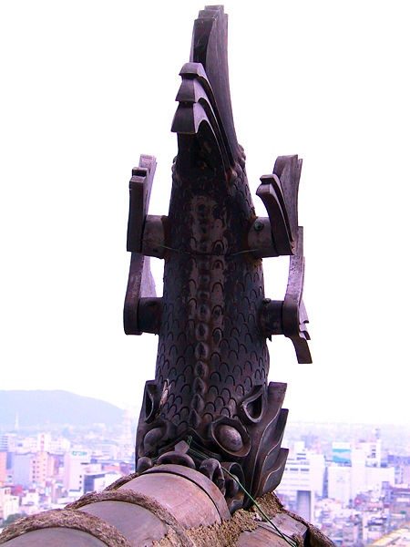 http://cp12.nevsepic.com.ua/79-2/thumbs/1355609403-450px-himeji_castle_gargoyle.jpg