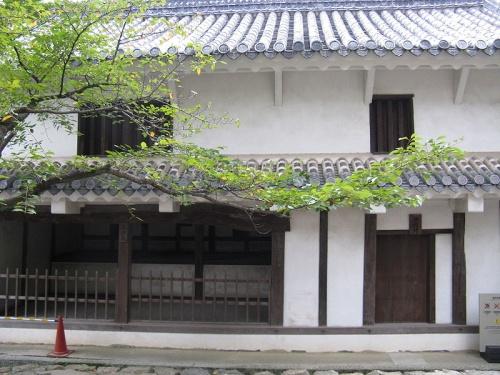 http://cp12.nevsepic.com.ua/79-2/thumbs/1355609404-800px-himeji_castle-taikakuyagura.jpg