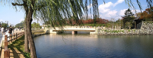 http://cp12.nevsepic.com.ua/79-2/thumbs/1355609405-800px-sakuramon_bridge_himeji_castle_1.jpg