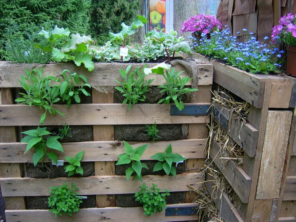 Как и чем украсить сад и огород своими руками