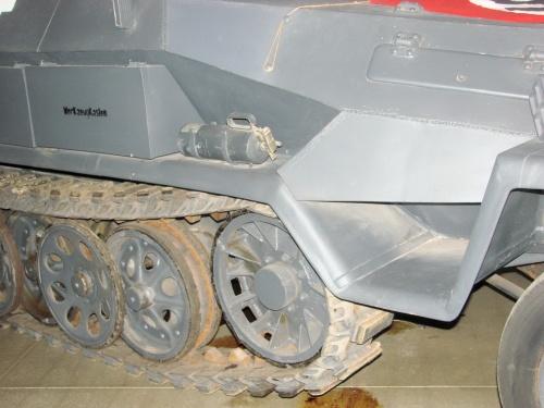 Немецкий полугусенечный бронетранспортер Sd.Kfz.251 Ausf.A (34 фото)