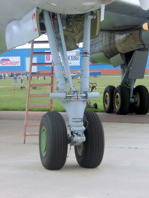 Советский стратегический бомбардировщик ТУ-95МС Bear (52 фото)