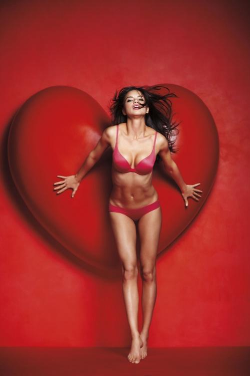 Victoria's Secret Valentine's Day 2011 (21 фото)