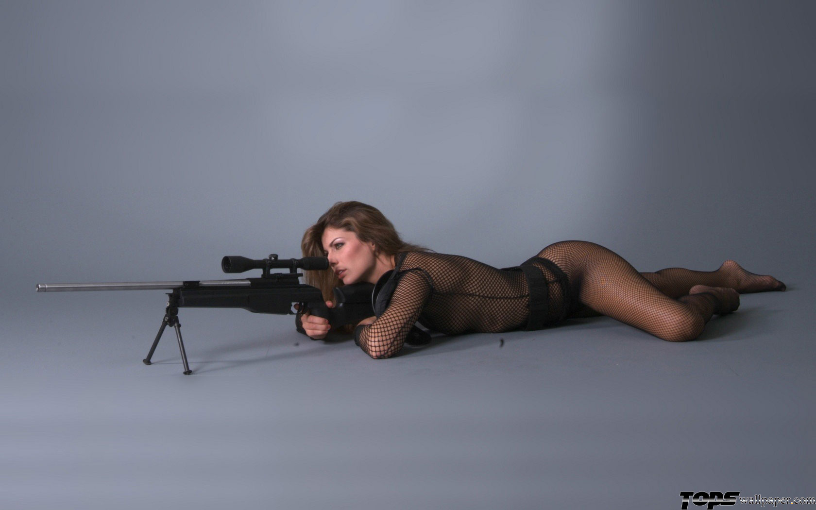Русская девушка бьёт по яйцам 22 фотография