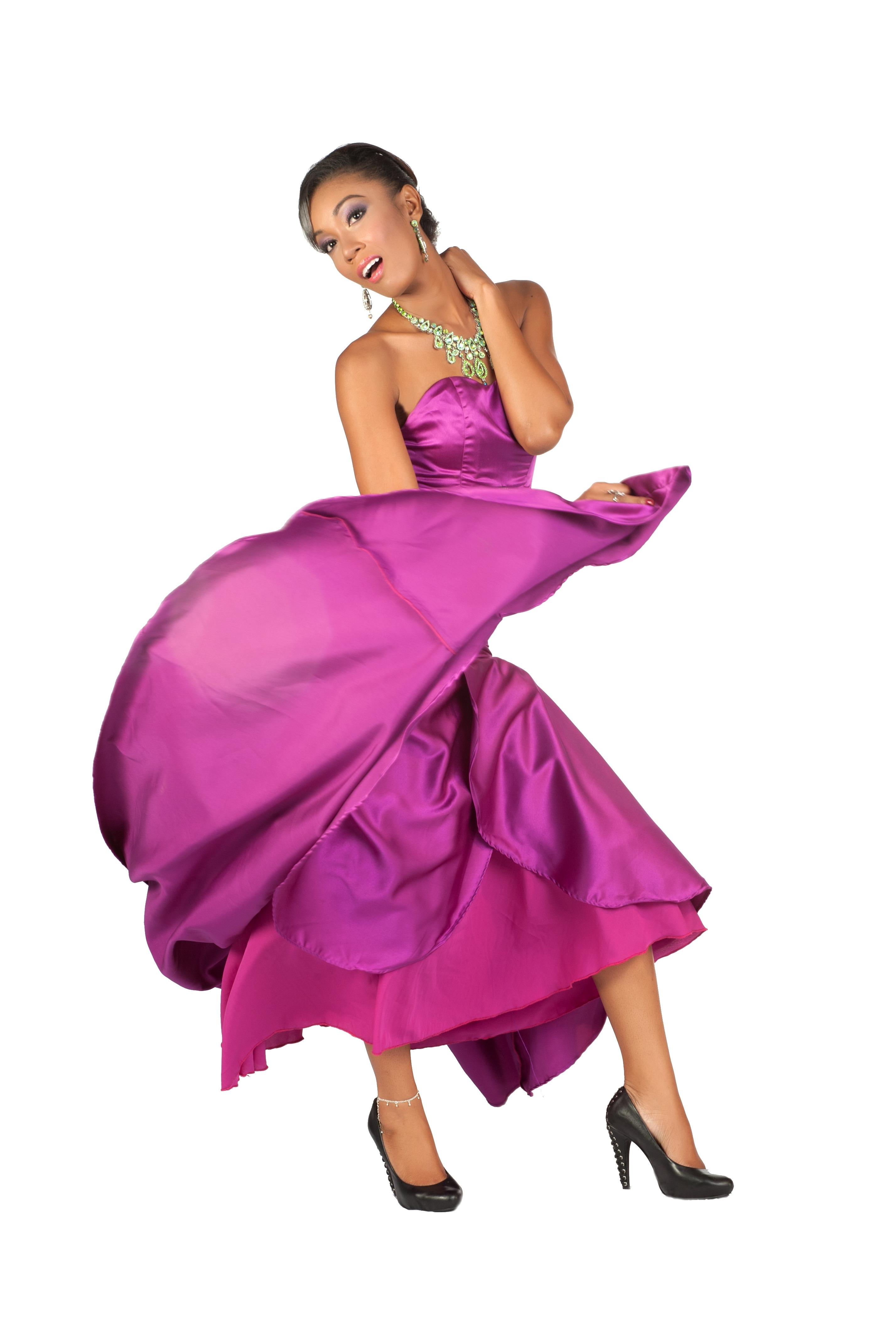 Эротика с моделями в шикарных вечерних платьях 16 фотография