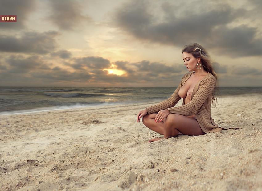 eroticheskaya-igra-fotograf-na-plyazhe