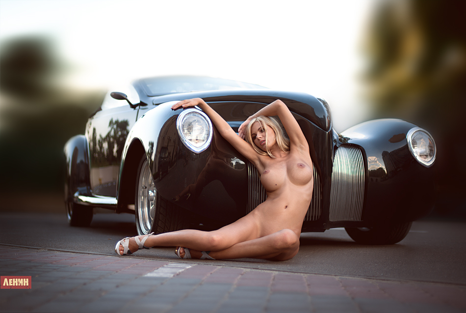 avtomobil-i-devushki-erotika