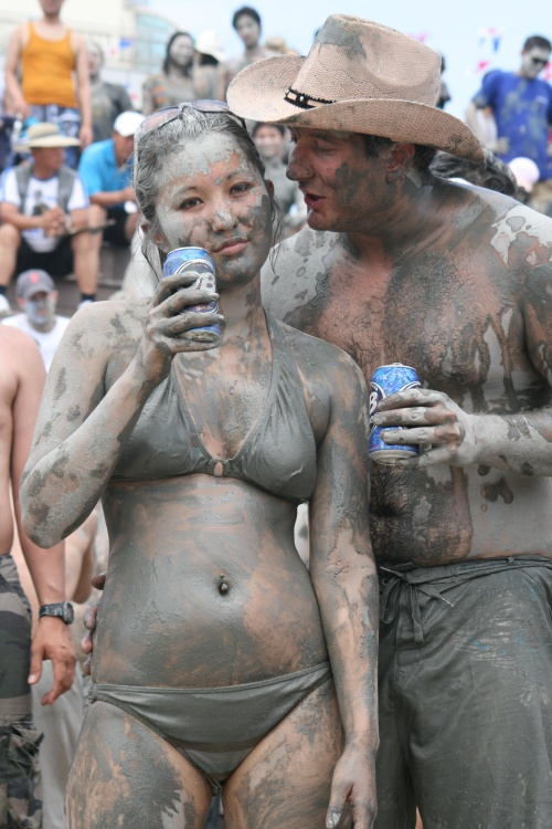 Девушки в грязи часть 2 - Girls in mud part 2 (30 фото)