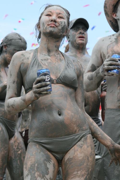 Девушки в грязи часть 2 - Girls in mud part 2 (30 фото)