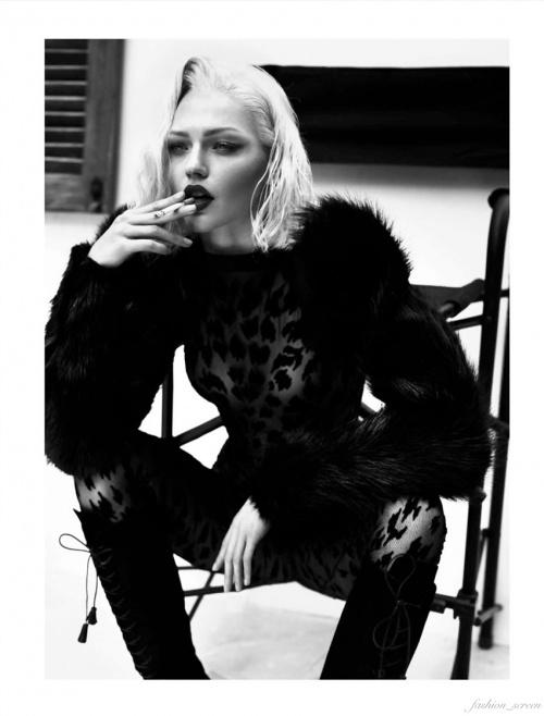 Александра Пивоварова для Vogue Paris October 2011  (17 фото) (эротика)