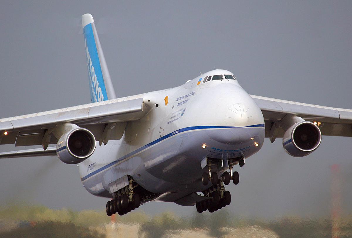 обширной фото самолета руслан меняет лица
