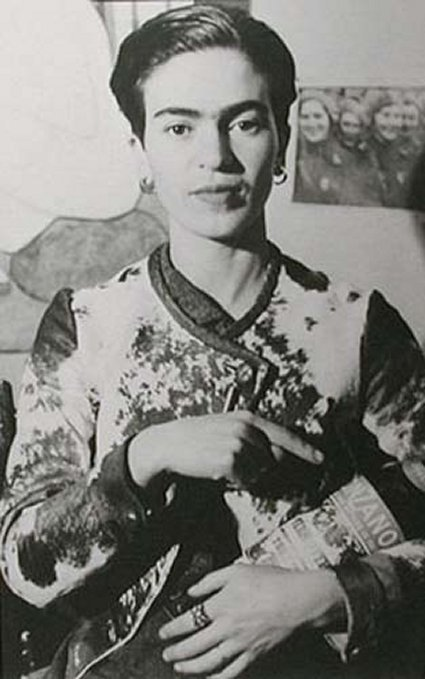 frida kahlo broken column essay Essay by frida kahlo biographer hayden portraits starting with the broken column, 1944, in which a weeping frida is pierced by nails and frida kahlo met.