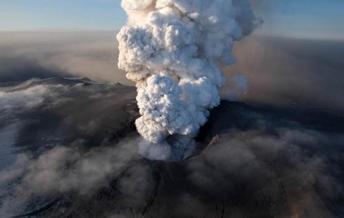 30 невероятных фотографий извержения вулканов (30 фото)